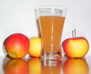 1603721774-h-250-Apple_juice_with_3apples.jpg